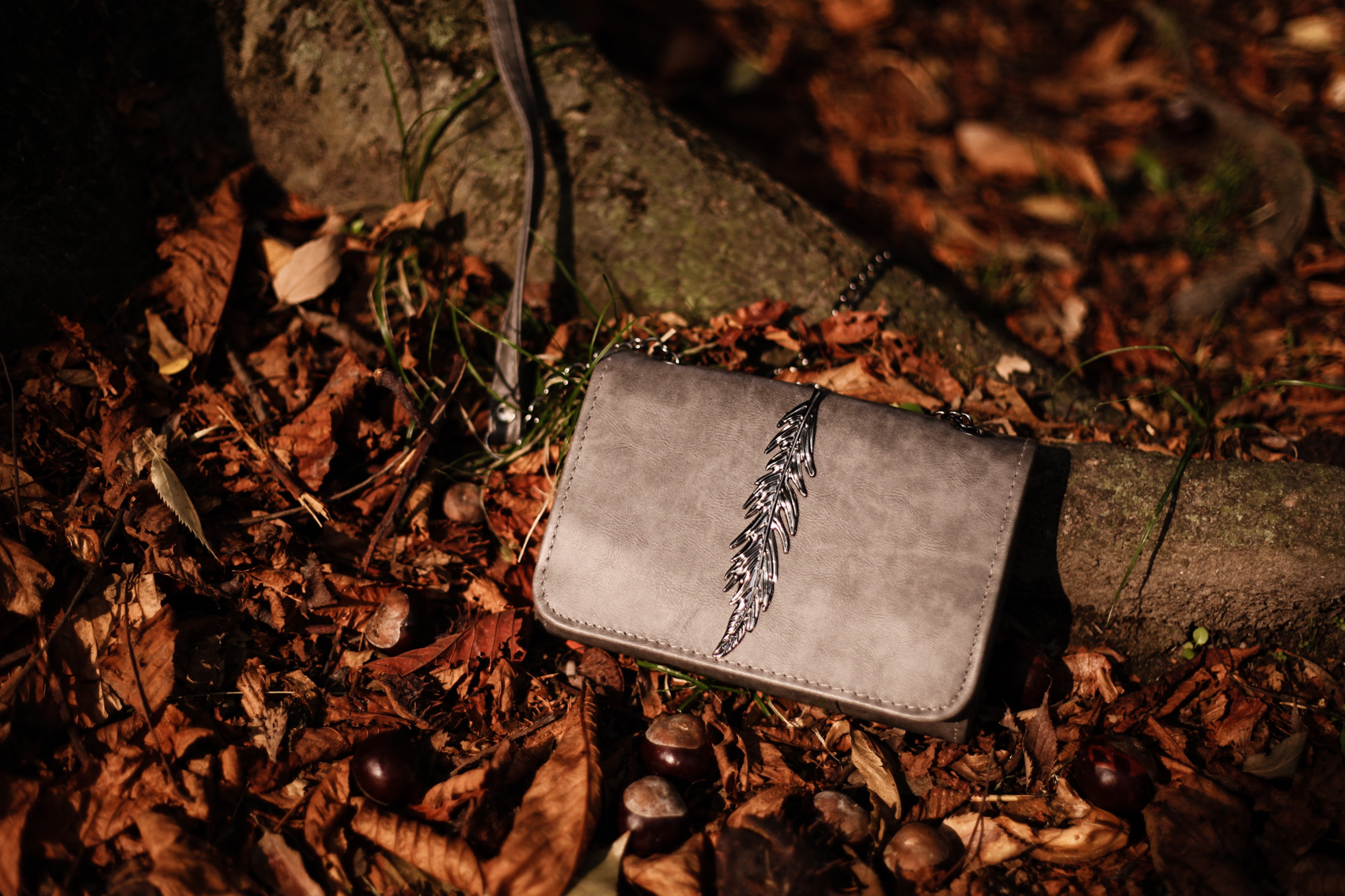 The Autumnal Feather Purse in Grey 35mminstyle